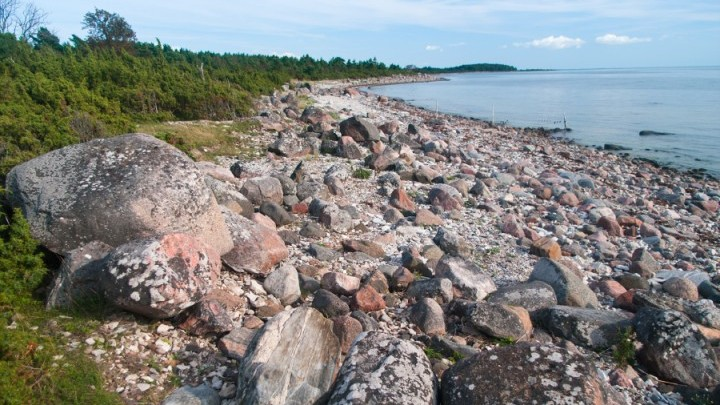 Rocky beach from Vähe-Saarnak to Kuusenukk